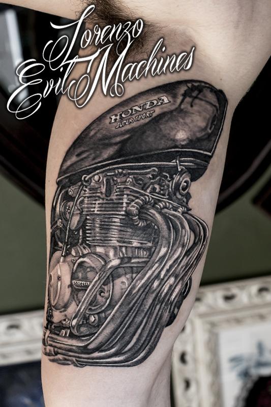 Honda_four_black_grey_Lorenzo_Evil_machines_realistic_tattoo_tatuaggi_realistici_Roma_sito_best_migliore