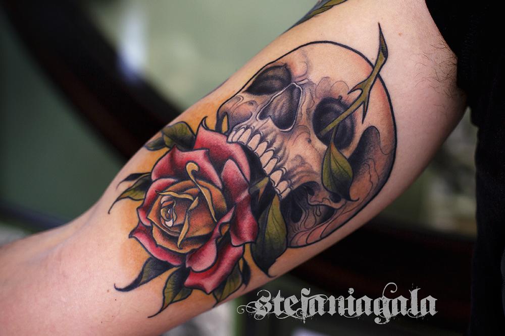 Skull_teschio_Rosa_Memento_mori_disegni_personalizzati_neo_new_traditional_Stefania_Gala_Evil_Machines_Tattoo_Roma_sito_best_migliore