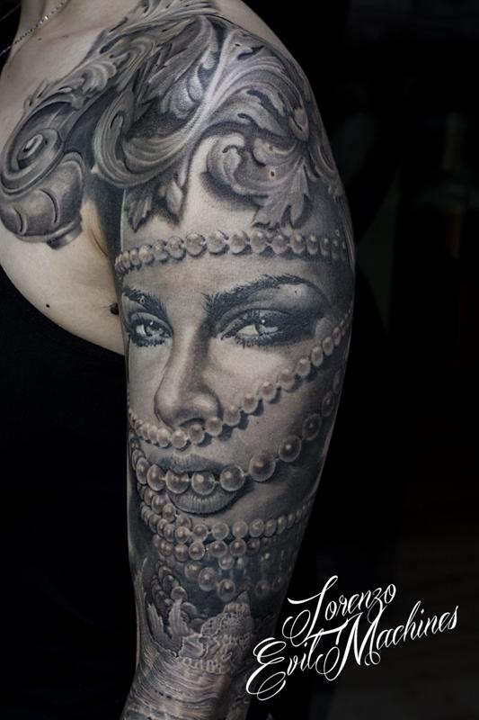 Braccio_Perle_Donna_Portrait_Ritratto_black_gray_Lorenzo_Evil_Machines_realistic_tattoo_tatuaggi_realistici_Roma_sito_best_migliore