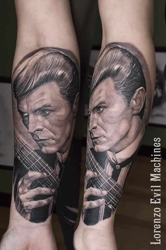 David_Bowie_Portrait_Ritratto_Music_Singer_lorenzo_evil_machines_tattoo_tatuaggio_realistico_roma_tatuatore_sito_best_migliore