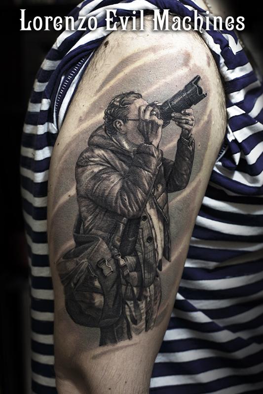 Fotografo_braccio_Portrait_Ritratto_black_gray_Lorenzo_Evil_Machines_realistic_tattoo_tatuaggi_realistici_3d_tatuatore_Roma_sito_best_migliore