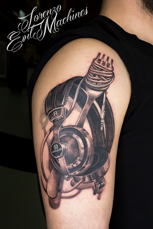 Headphone_spaghetti_cuffie_music_mp3_black_grey_Lorenzo_Evil_machines_realistic_tattoo_tatuaggi_realistici_Roma_tatuatore_sito_best_migliore