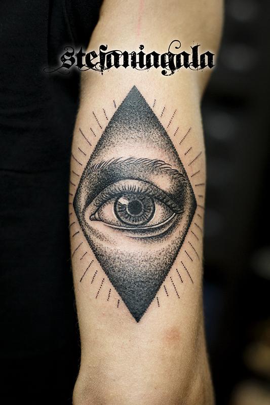Occhio_Rombo_dotwork_disegni_personalizzati_dotwork_Stefania_Gala_Evil_Machines_Tattoo_Roma_best_migliore