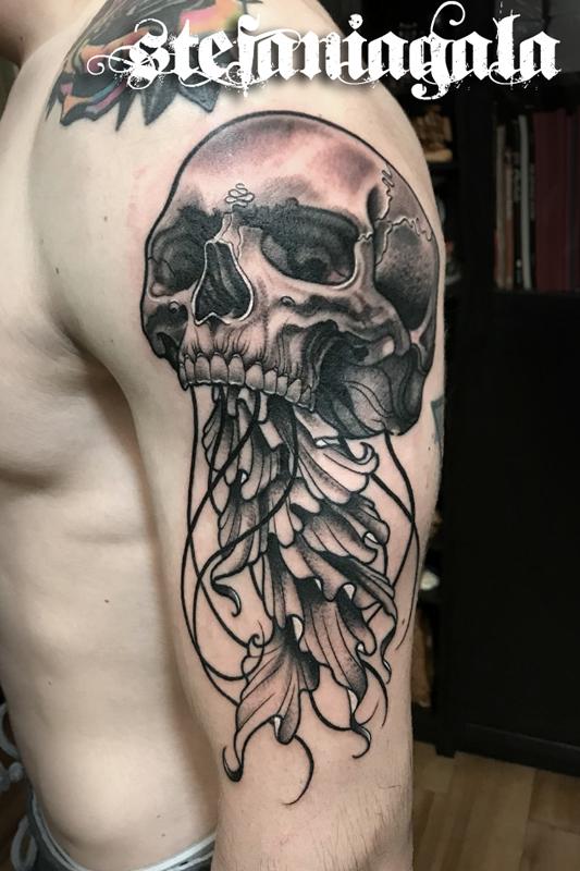 Skull_teschio_Medusa_Jellfish_disegni_personalizzati_neo_new_traditional_Stefania_Gala_Evil_Machines_Tattoo_Roma_sito_best_migliore