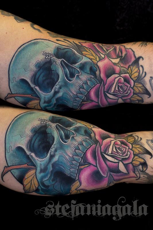 Teschio_Skull_Rosa_rose_colori_disegni_personalizzati_neo_new_traditional_Stefania_Gala_Evil_Machines_Tattoo_Roma_sito_best_migliore