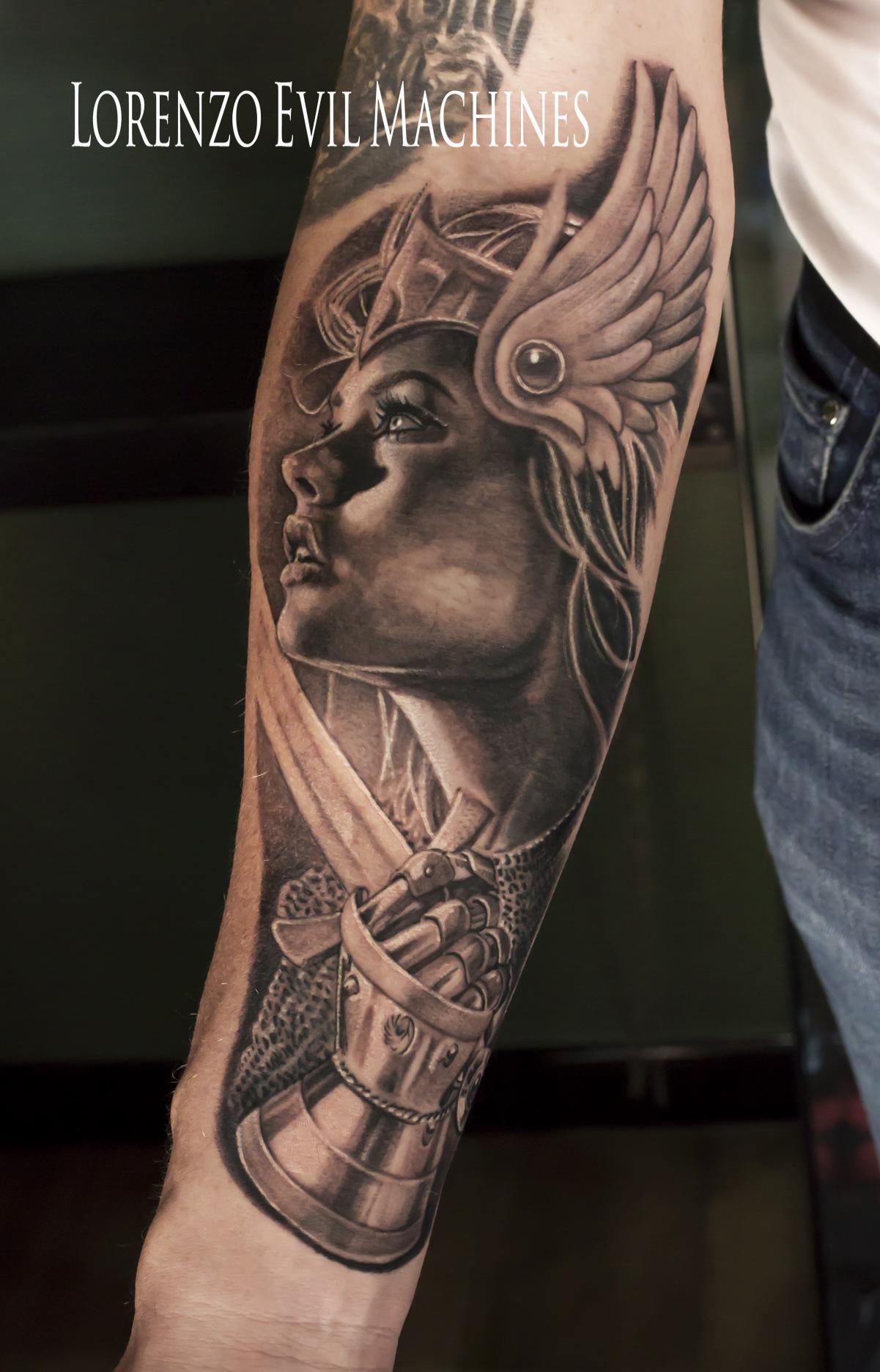 Viking_valchiria_warrior_female_guerriera_Lorenzo_tatuatore_Evil_Machines_realistic_tattoo_tatuaggi_realistici_Roma_miglior_migliore_ritratti