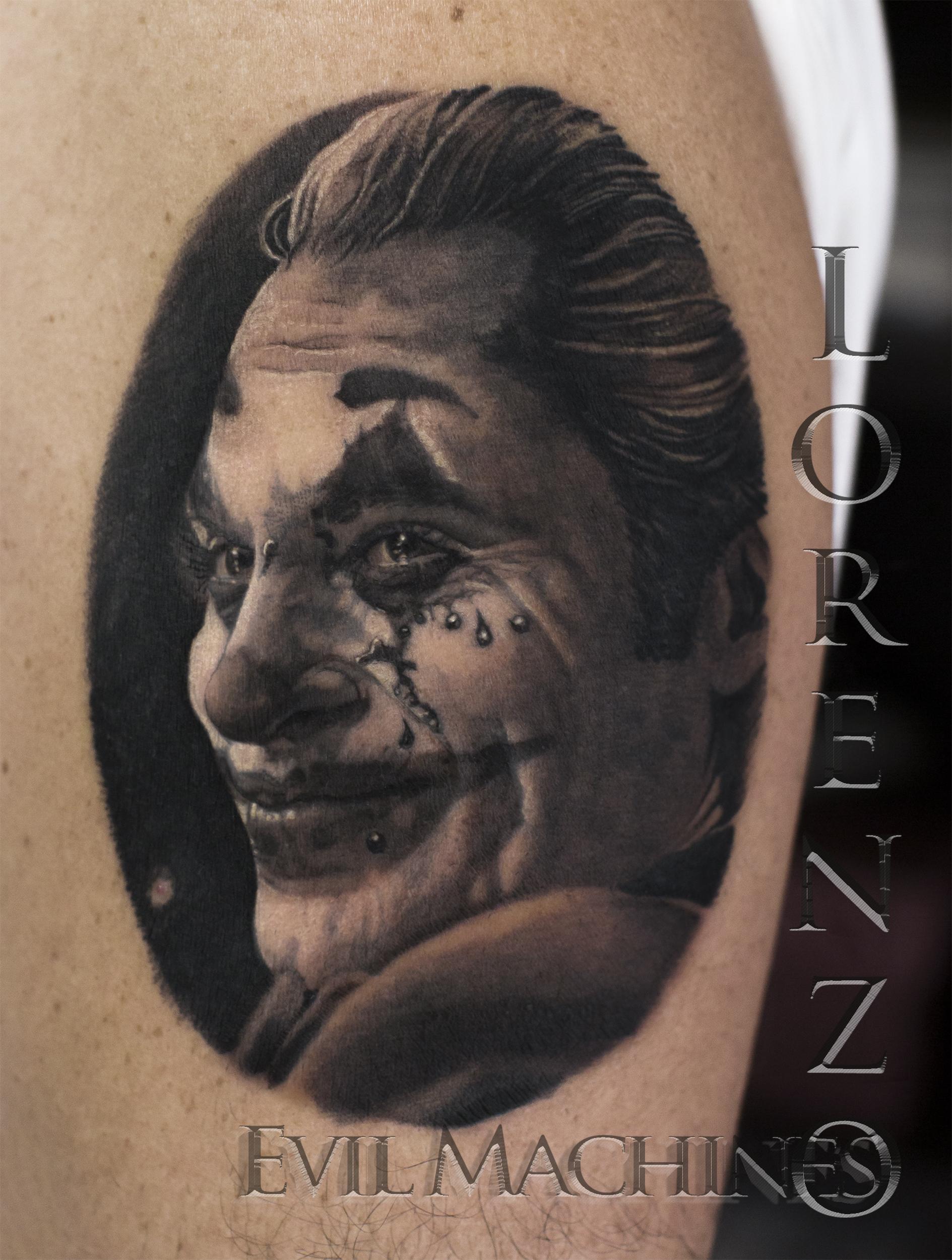 Joker_Joaquin_ Phoenix_horror_batman_Lorenzo_Evil_Machines_tatuatore_tattoo_tatuaggi_realistici_ritratti_Roma_sito_migliore